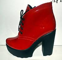 Ботильоны модные лаковые красные на толстом каблуке KF0284
