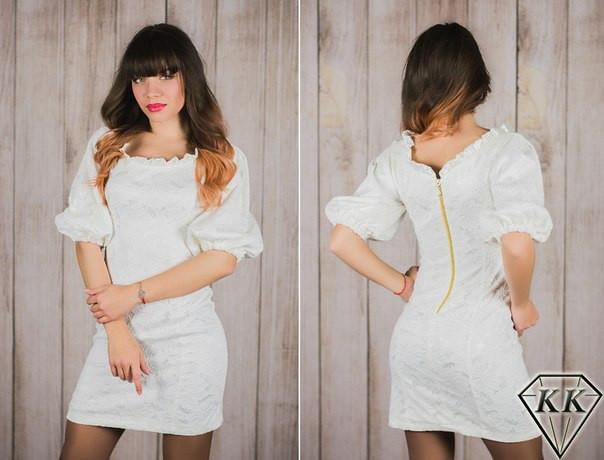 Молочное платье со змейкой