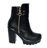 Женские ботинки кожаные на меху, декорированы молнией, высокий каблук., фото 1