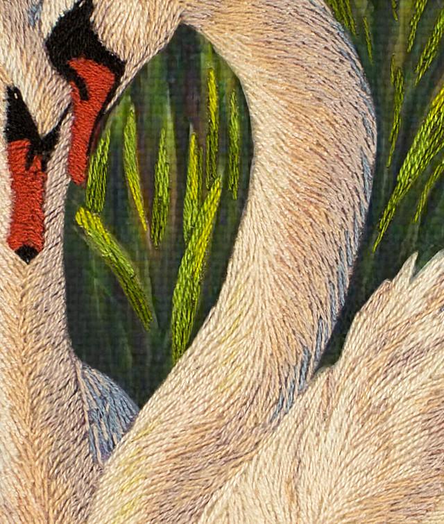 Лебедь вышивка гладью