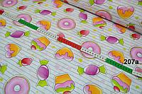 Лоскут ткани  Л-207а с изображением сладостей: конфет, кексов, ягод