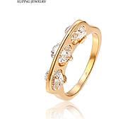Оригинальное позолоченное  кольцо  с 3-мя  цирконами  р.19.