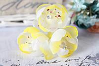 Цветы камелии 3 шт/уп, диаметр около 4 см,желтого цвета жемчуг+страза на ножке