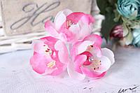 Цветы камелии 3 шт/уп, диаметр около 4 см, бело-розового цвета жемчуг+страза на ножке