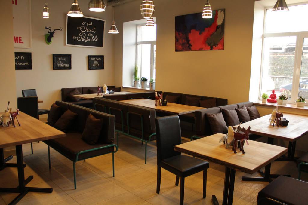Urban Wok Cafe. В новый год с новой мебелью.