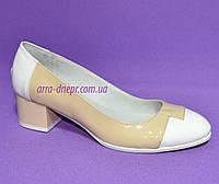 Женские кожаные классические туфли на невысоком каблуке, фото 1
