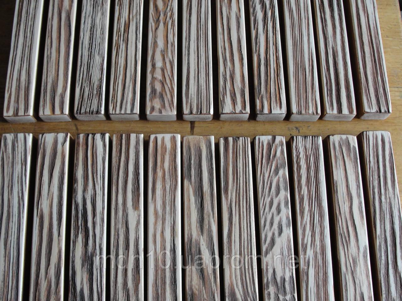 Браширование древесины-тиковое дерево.