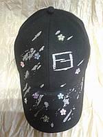Чёрная хлопковая  бейсболка с серебристым накатом и камнями