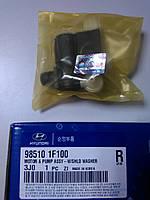 Насос стеклоомывателя оригинальный на KIA/Hyundai (Cee`d, Tucson, Sportage)