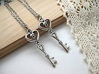 Серебристые ключики на цепочках, парные кулоны для влюбленных, подвески для двоих, кулончики для пары