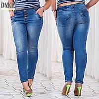 Женские батальные светлые джинсы с карманами