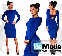 Стильное женское платье средней длины с вырезом на спине цвета электрик
