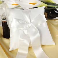 Свадебная подушечка для колец с белой лентой