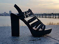Шикарные босоножки на каблуке. питон ремешки туфли. лето сандали