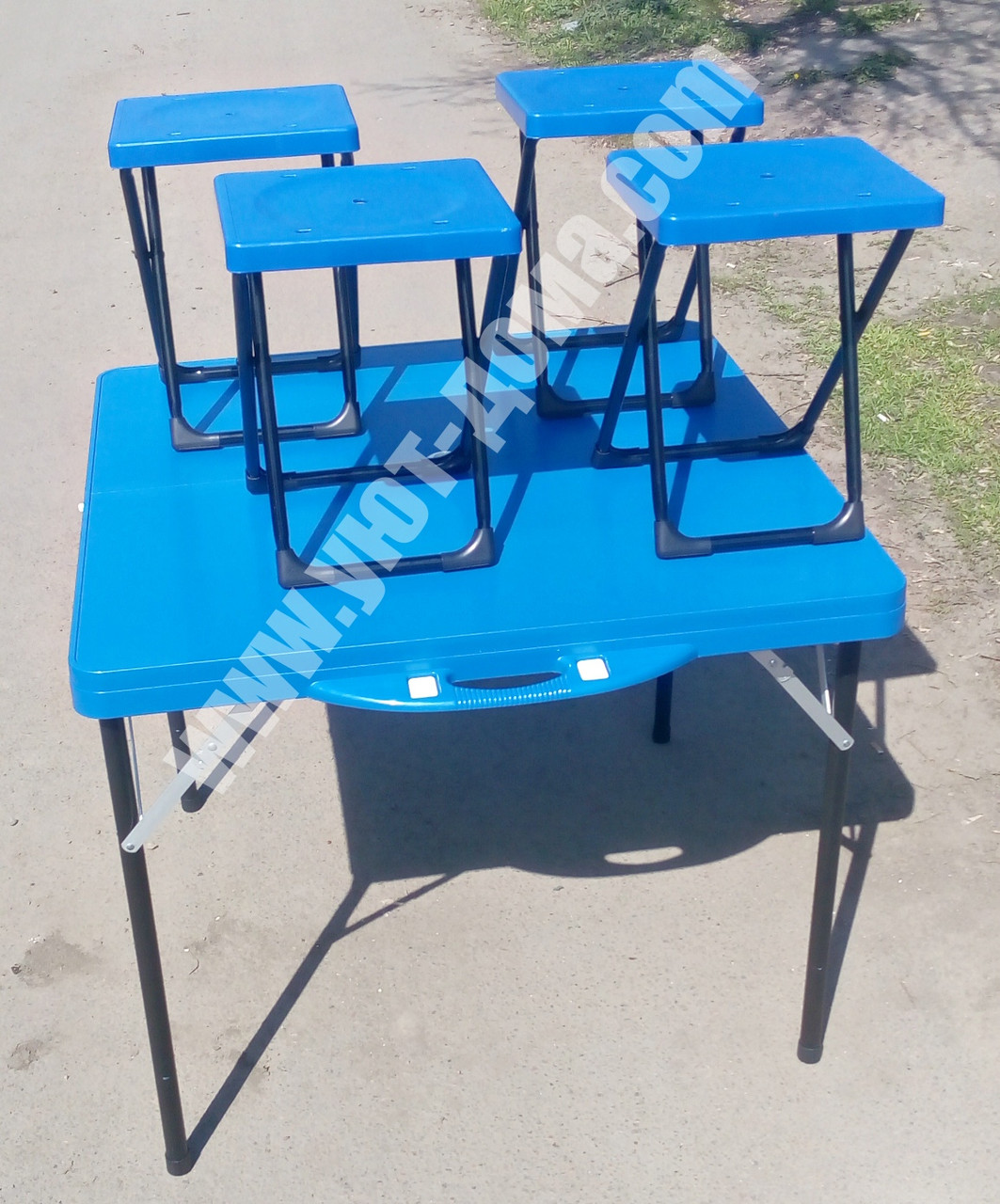 Пластиковый раскладной стол для пикника + 4 стула
