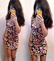 Платье модное яркое в цветочный принт с открытой зоной декольте SM111