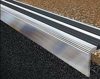 Порог на ступени противоскользящий Порог на ступени противоскользящий угловой 80х18 (штука x 1м)