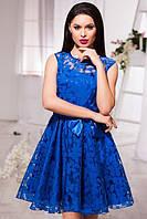 Эффектное женское платье в цветочек с короткой пышной юбкой без рукавов с атласным поясом органза