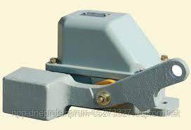 Кінцевий вимикач серії КУ 703 для комутації ланцюгів управління у кранових електроприводах