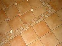 Кладка керамической плитки на пол