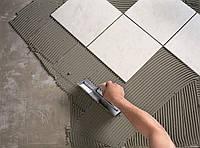 Укладка керамической плитки на пол в ванной комнате
