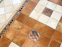 Укладка мозаичной плитки на пол