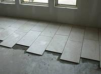 Укладка плитки на пол в длинном коридоре