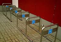 Парковка для шести велосипедов.