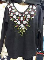 Модная кофта с красивым цветочным оформлением