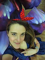 Повязка для волос красная с темно-синими губками