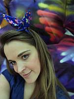 Повязка для волос ярко-синяя с цветочным принтом