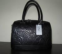 Черная женская сумка с вышевкой