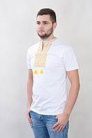 Белая вышитая мужская футболка