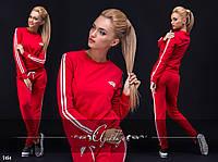 Красный спортивный костюм со вставками по бокам