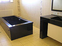 Ванна, стол и умывальники из гранита