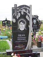 Пам'ятник гранітний одинарний з хрестом