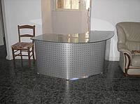 Стеклянные офисные столы под заказ. Киев, цены.