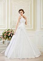 Пышное свадебное платье с цветами и вышивкой бисером