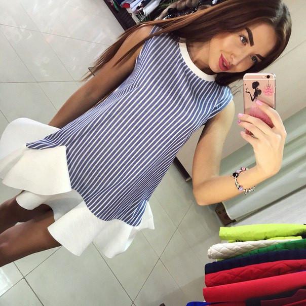 Полосатое платье с белой рюшей по низу
