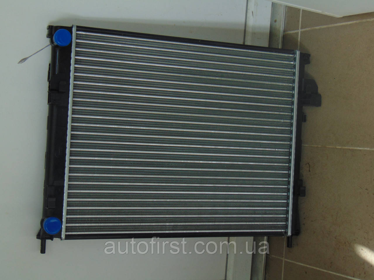 TEMPEST Радиатор двигателя Renault Trafic, Opel Vivaro