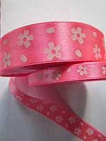 Лента атлас 1,5 см ярко-розовая в белый цветочек