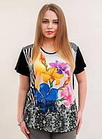Модная футболка с разноцветными цветами