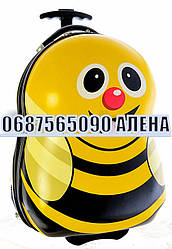 Чемоданы пластиковые детские пластиковые фигурные качество стандарт на 2-х колесах Пчелка 1693