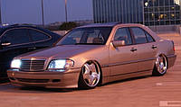 Решетка радиатора тюнинг Mercedes W202 C-KLASA 1993-2000 г.в. в стиле Авангард