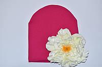 Шапочка малиновая с белым пионом