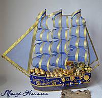 """Корабль из конфет """"Синее море"""" с цветами"""