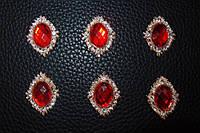 Стразовый декор красный под галстук