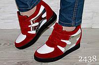 Сникерсы замшевые красные с белыми и серебристыми боками