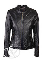 Черная кожаная куртка короткая с декором