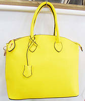Стильная  лаковая сумка  цвет желтый